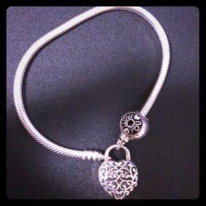 Charm bracelet with pendant